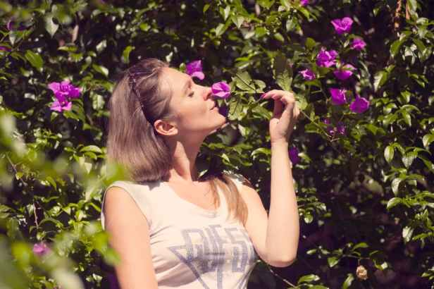 things to do in 30s smelling roses